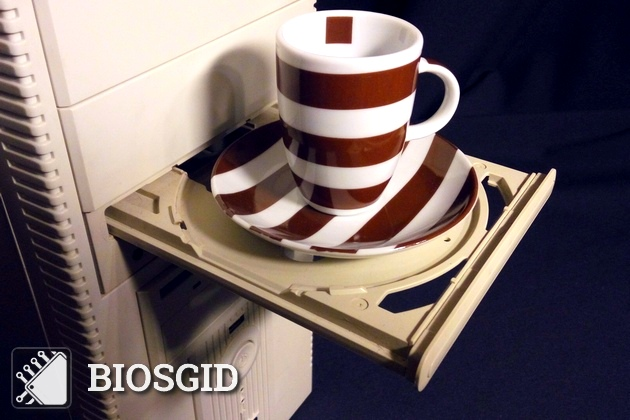 CD-ROM и чашка кофе